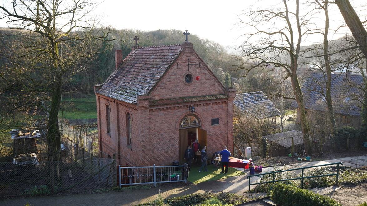 Kleinod auf dem Friedhof in Stolpe. Die Kulturkapelle im Angermünder Ortsteil Stolpe wird mit Spenden saniert und für Veranstaltungen wieder nutzbar gemacht. Doch momentan fehlt Geld.