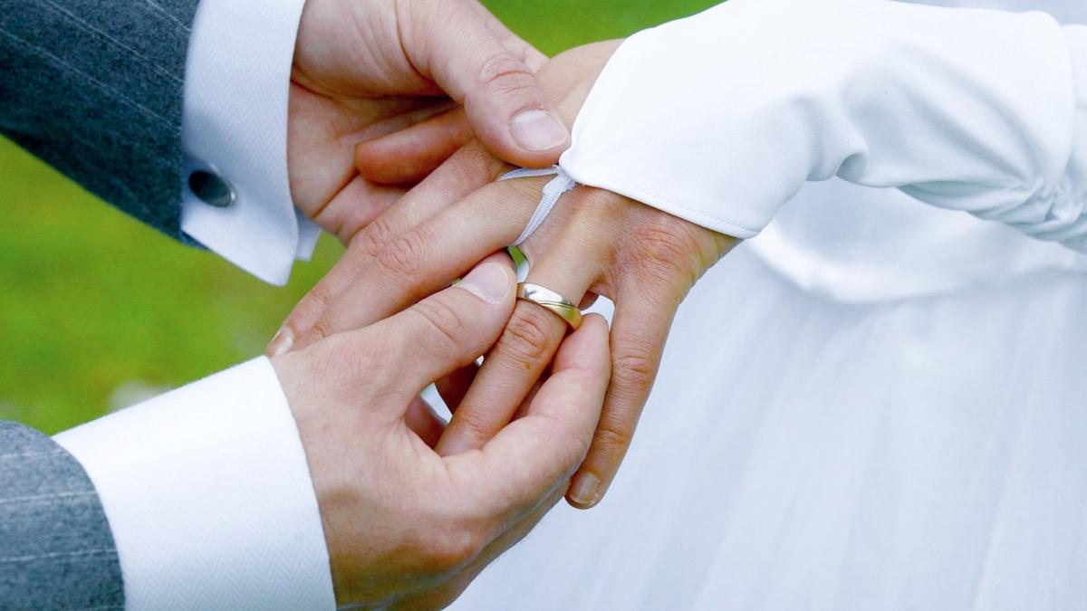 Corona In Brandenburg Wie Viele Personen Durfen Zurzeit In Brandenburg Gottesdienste Und Hochzeit Feiern Mmh