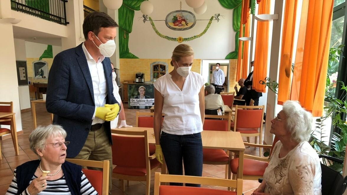 Pflege-Problematik im Blick – CDU-Politiker besuchen Pflegeheim in Panketal